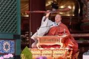 한 달간 연기했던 부처님오신날, 법요식 열려
